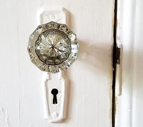 Decorate with Antique Doorknobs