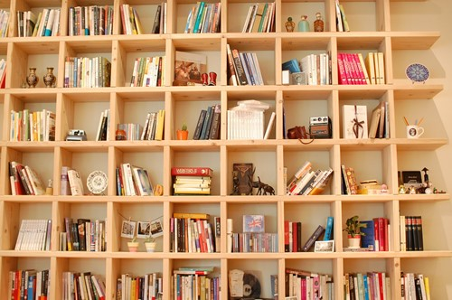 DIY: How to Create a Cubby Bookshelf