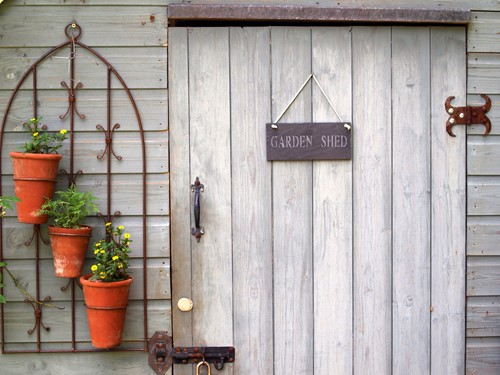Does Your Old Garden Shed Need a Face-lift ?