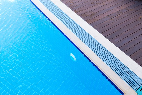 Choosing the Right Pool Liner Material