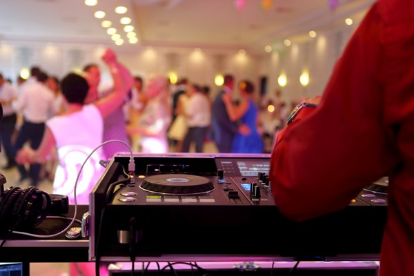 5 Mistakes Couples Make When Hiring a Wedding DJ