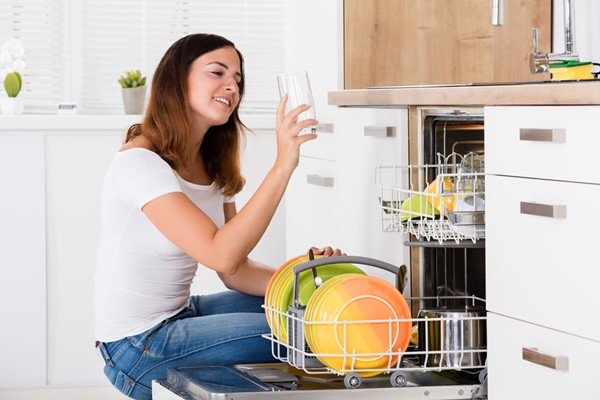Simple Cleaning Tips for a Dishwasher