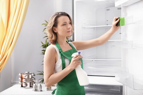How to Safely Disinfect the Refrigerator