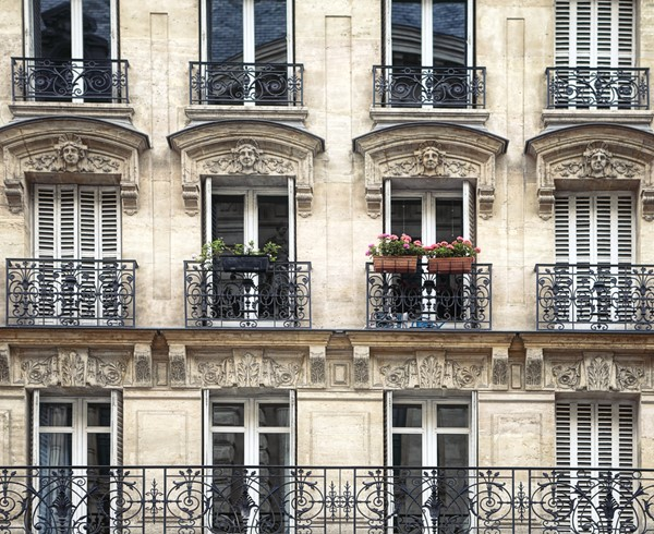 How to Focus on That Fabulous French Look