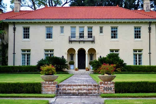 Make the Best First Impression: Exterior Home Staging Tips