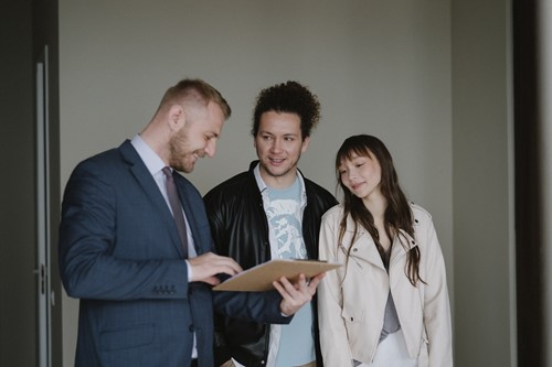 Here's Why You Should Hire a Real Estate Agent to Help Fill Your Vacancy