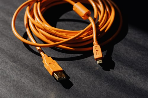 Organize Your Office With These Cable Management Tips