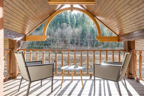 5 Trending Deck Designs That Improve Your At-Home Experience