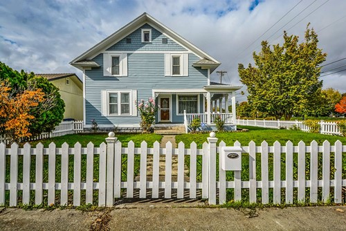 How a Fence Can Improve Curb Appeal